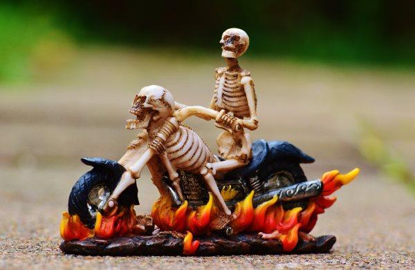 töff-töff-skelette